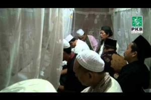 Pengurus DPP PKB dalam rangkaian Ziarah Wali Songo di makam Syaikh Asmoroqondi Tuban, Jatim