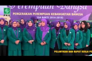 Sekjend Perempuan Bangsa, Luluk Hamidah bacakan SK Penetapan Sususan Pengurus Pusat Perempuan Bangsa Periode 2014 - 2019.